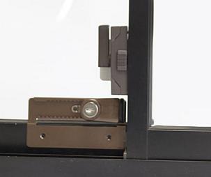 二階の窓を守る補助鍵